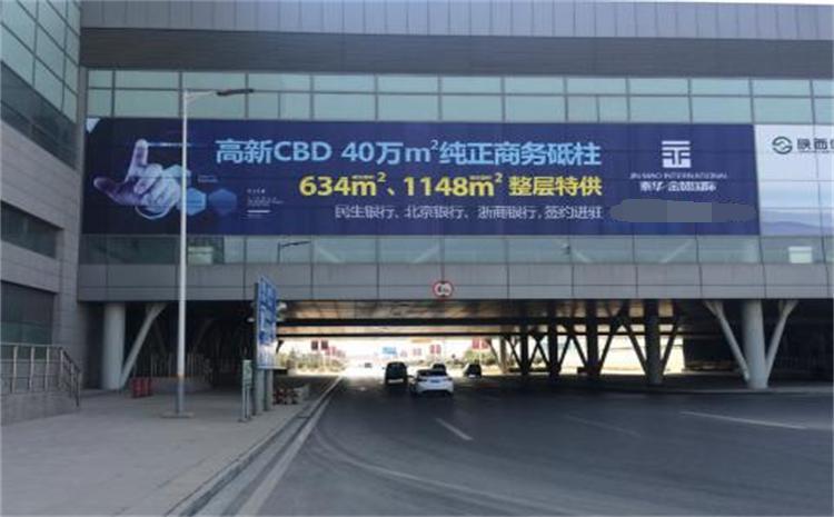 西安咸阳国际机场T3航站楼外连廊楼体玻璃贴广告