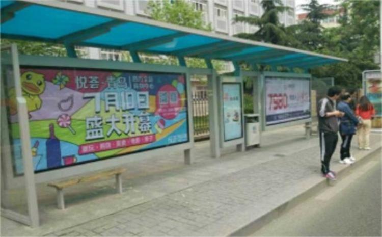 青岛绍兴路站候车亭灯箱广告