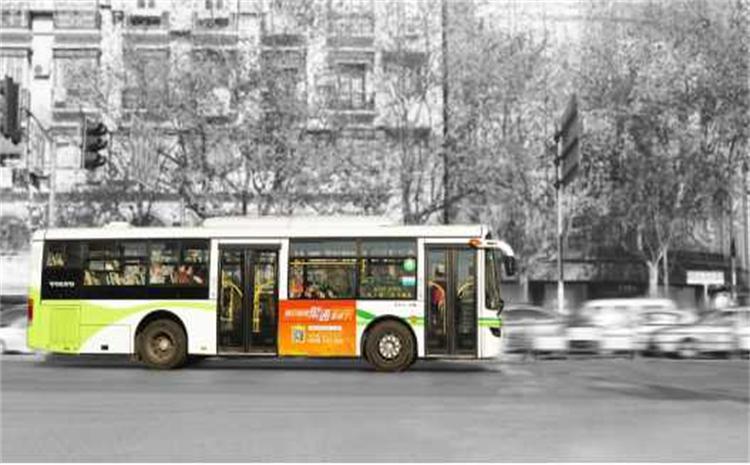公交车的广告