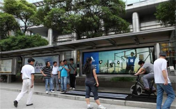 成都公交站广告牌