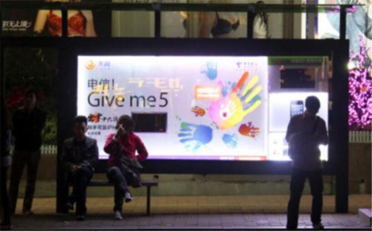 双层公交车广告